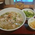 ニャーヴェトナム・フォー麺 - 蒸し鶏のフォーです