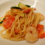 ピッツェリア・サバティーニ - 海老とズッキーニ・フレッシュトマトのスパゲッティーニ」