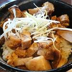 麺処 ほんだ - 燻製焼豚丼