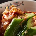 本格焼肉 寿香苑 あまつぼ - オイキムチとカクテキは自家製です。