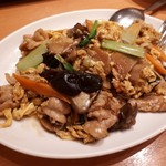 中国料理 牡丹飯店 - 木須肉ですね。ムースーロー。パパ注文、ちょっと味見したところ…美味しいです。木耳いっぱいで嬉しい。