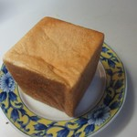 エピドール - ミルクハースキューブ200円。  この日唯一買った軟わかめのパン。ミルクたっぷりの可愛らしいキューブタイプのパンです。