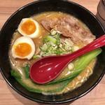 94248983 - 「十勝ホエー豚麺」(1000円)+「味付玉子」(150円)