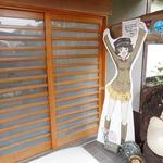 味処 大森 - 入口にはガルパンのキャラパネルが置かれていた