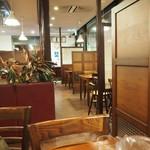レストランまゆみ - 店内その1