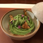 レストラン ラリューム - 北海道産毛蟹とフルーツトマトのムース 長茄子のタルタルをルッコラのエスプーマで覆って花穂紫蘇をアクセントに