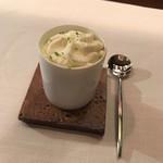 レストラン ラリューム - シャインマスカットとライムのソルベ シャルトリューズヴェールのエスプーマ