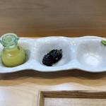 94262729 - 「つけ麺」用の塩、本ワサビ、海苔、柑橘