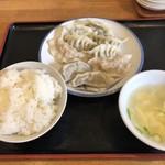 餃子王国 - 料理写真:水餃子とライス+スープのセット