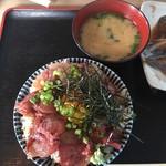 いただきさんの海鮮食堂 - 漁師丼