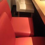 生右衛門 - 赤い椅子が2つ