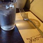 イタリア料理 アルセーバ - テーブルセッティング。