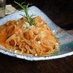 イタリア料理 アルセーバ - 鶏肉と小松菜しめじのトマトクリーム