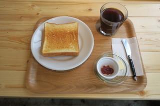 亀の町ストア - モーニングセット:トースト ジャム&バター コーヒー1
