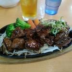 赤丸食堂 - 国産和牛サイコロステーキと鉄板焼肉(肉番長)税別1834円