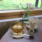 94281175 - 栗駒フーズのミルクジェラート 自家製黒蜜ソース&きなこ添え アイス・カフェオレ1