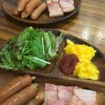 Cafe 楽 Alegria - ドリンク代+50円  ウィンナーとベーコン各5本(枚)