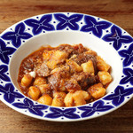 ジャガイモのニョッキ 豚ホホ肉の赤ワイントマト煮込みソース