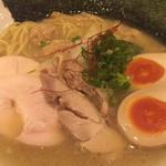 濃厚鶏麺 ゆきかげ - 特製の具は浅草海苔1枚、ムネチャーシュー、 モモチャーシュー、つくね、味玉、穂先メンマ
