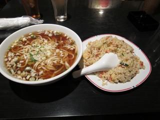 台湾料理 五味香 - ネギラーメンとチャーハン