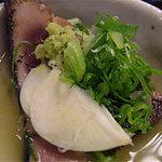 明神丸 ひろめ市場店 - 明神丸の塩タタキと薬味@ひろめ市場・高知