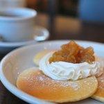 コマチンカフェ - 本日のパンケーキセットより「アップルホイップ」¥740。
