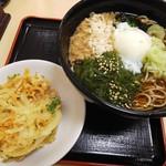名代 箱根そば - めかぶそば(470円)+かき揚げ