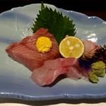 鮨 季節料理 喜八 - 料理写真:刺身三種盛り