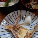 94307341 - 海鮮丼焼き魚800円(税込)でタイカマ