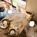 カフェ ピース - 子連れオッケーの和室。陽当たりが良過ぎるくらいでした。