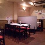 甲子園飯店 - 店内②(6名テーブル席)