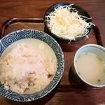 94310804 - 麦ごはん・スープ・旨塩キャベツ