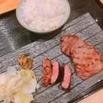 94311045 - 牛たん厚切り・薄切り盛り合せ定食 1680円