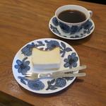 94312081 - ガトー・フロマージュ&ブレンド・コーヒー(ダーク・ビューティー)