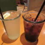PHAKCHI JO'S - ドリンク写真:セットドリンク レモネード & コーラ