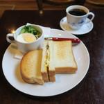 喫茶どんぐり - ハム・チーズ・玉子のトーストサンドのモーニング、キャベツと玉子のミニサラダ ブレンドコーヒーと1