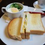 喫茶どんぐり - ハム・チーズ・玉子のトーストサンドのモーニング、キャベツと玉子のミニサラダ ブレンドコーヒーと2