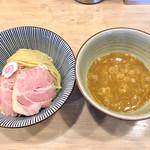 MENYA BIBIRI - 料理写真:とりにぼつけ麺