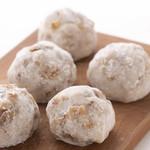 お菓子と仲良し。竹内菓子舗 - 料理写真:人気ナンバー2「くるみ大福」