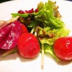 ピアット - マリネしたプチトマトのミックスサラダ、トマトは爽やかな酸味