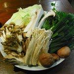 老湯火鍋房 - 大きなお皿に山盛りの野菜
