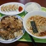 北京餃子 - メガ盛炒めだがなんだかに、選べる麺セット+北京餃子。なんスか三か月ぐれー飲まず食わずだったのスか?て量だな。