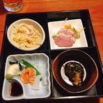 ちゃらりん - MIXフライ定食の お造り・鴨ロース・本日の2品(スパサラダと揚げだし豆腐)