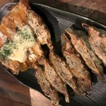もつ鍋・餃子 永楽 - チーズ餃子とにんにく餃子