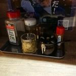 らーめん 銕 - 料理写真:カウンターの卓上