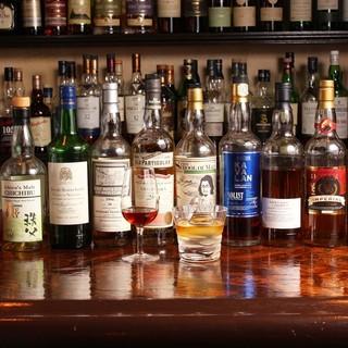 厳選されたウイスキー、ラム、テキーラとこだわりのワイン
