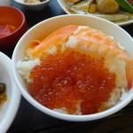 ラビスタ釧路川 - セルフのっけ海鮮丼