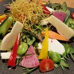 その日の旬野菜で作る 季節の彩サラダ