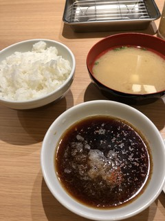 天麩羅処ひらお - 定食には「ご飯」「お味噌汁」「天つゆ」付