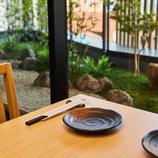 庭園が見える落ち着いた空間は、大切な日のご利用にも最適です。